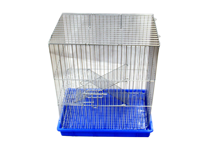 the squirrel cage is featured with strong mesh caging and a blue removable bottom pan for easy more